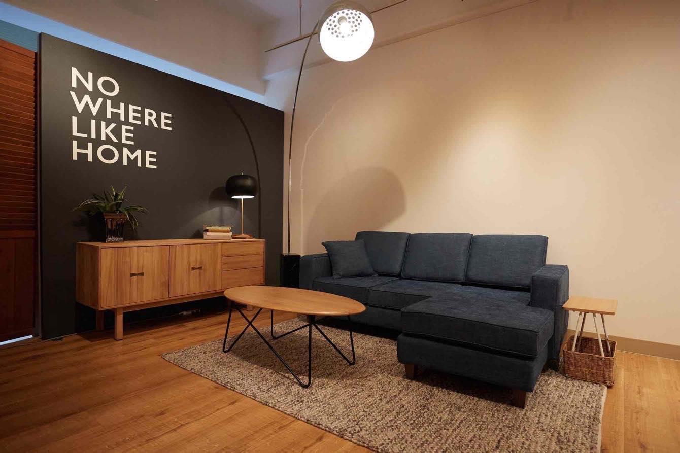 ほどよいモダン感覚がスタイルのある木製家具と相性良し