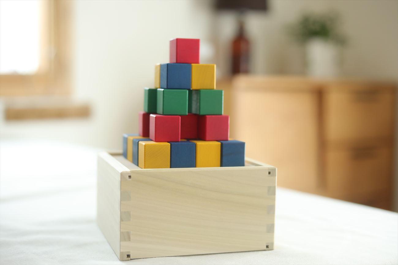 色彩と空間把握能力をサポート「図形キューブつみき」