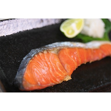 ニチロシーフーズ 【茨城】ボクんちの鮭 アラスカ紅鮭切身(8切れ 640g) TW2040143553