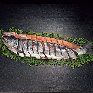 ギフト商社 株式会社FUJI 知床産新巻鮭姿切身(甘塩)2.0kg